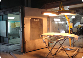 昭和45年創業以来の技術力で、愛車を修理のみで直します!